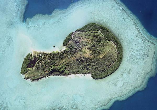 南沙群岛当中,由於丰富的天然气和石油储量,附近的国家包过菲律宾