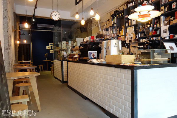 北欧简约风格咖啡厅 必点浓郁起司溢出的「拖鞋先生」图片