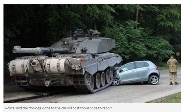 竟然开著toyota逼近,使得坦克车驾驶无法立即停车而辗过轿车前方.