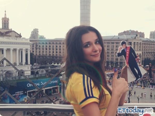 乌克兰淫乱电影_瑞莎带著「王柏杰」一同返回乌克兰.(图/贩卖机电影)