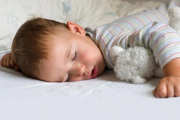 从睡姿看穿女孩的真面目!仰睡好像不错捏