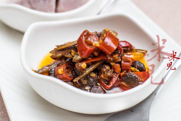 小鱼辣椒也是主厨特制的,咸香爽辣,拿来下酒配菜都很棒,喜欢的话还有