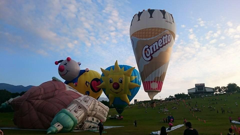酷炫「飞天大教堂」翱翔!台东热气球造型吸睛图片