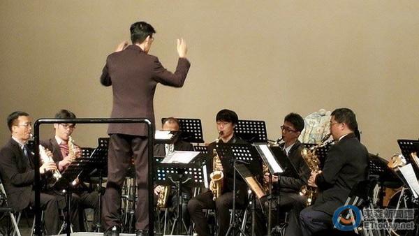 筑音萨克斯风重奏团 老中青三代同台演奏,令人惊喜.