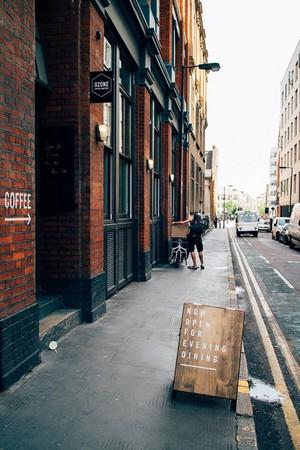 散步到伦敦!自家烘培,街头品牌英国2间咖啡厅