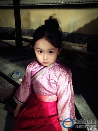 大陆古装剧《芈月传》开播后,剧中饰演孙俪童年版的「小芈月」刘楚恬
