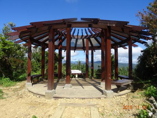 帽子遮阳观景亭,特殊的中空透明屋顶设计,也让此处成为了观光新亮点.