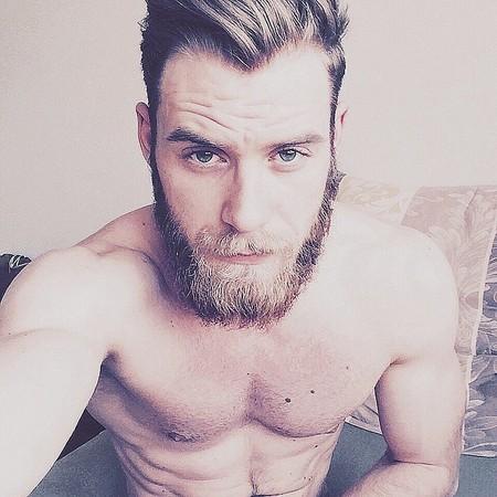 狂野胡渣帅哥,全身散发吸不完的男人味图片