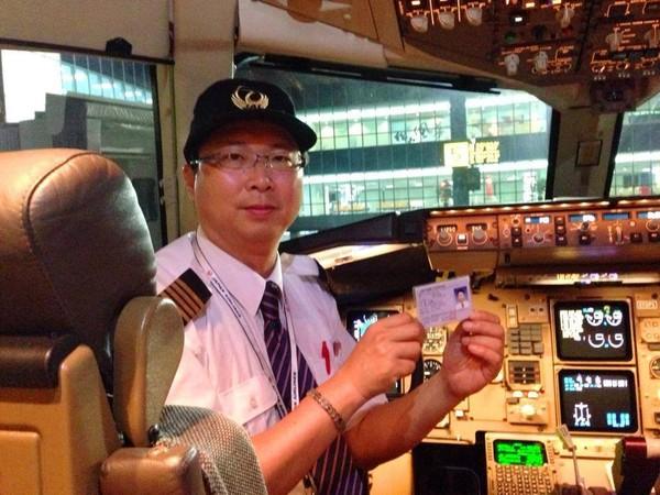 但是肩负著重大飞行安全责任的「藏镜人」:飞机维修技术人员,他们默默