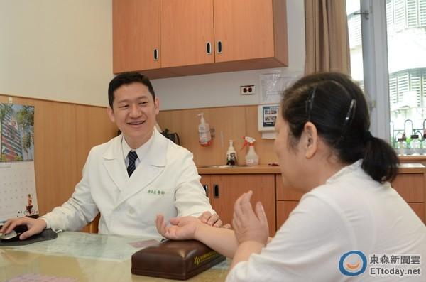 d1558773 婦罹乳癌四期轉移到肺 吃中藥半年竟讓腫瘤消失了