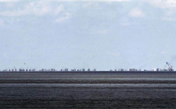 有网友从地图上分析,渚碧岛的施工照片应该是从中业岛方面拍摄,显示