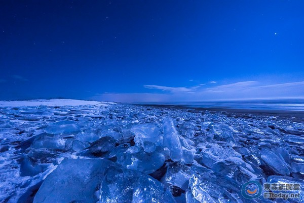 冬季奇景!北海道大津海岸「宝石冰块」 像戒指堆海边