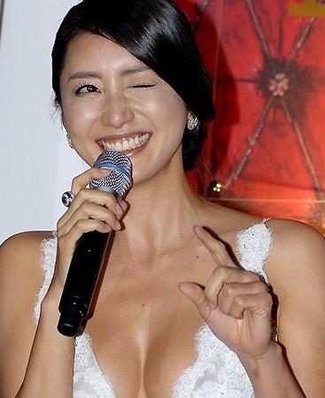 高产性爱影片_演艺圈丑闻!性爱影片「a某女」激似韩国小姐韩成珠