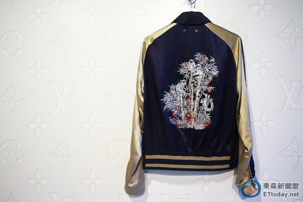 白鹤,猴子刺绣图腾棒球外套,东西方元素合并跨越时尚共同语言.