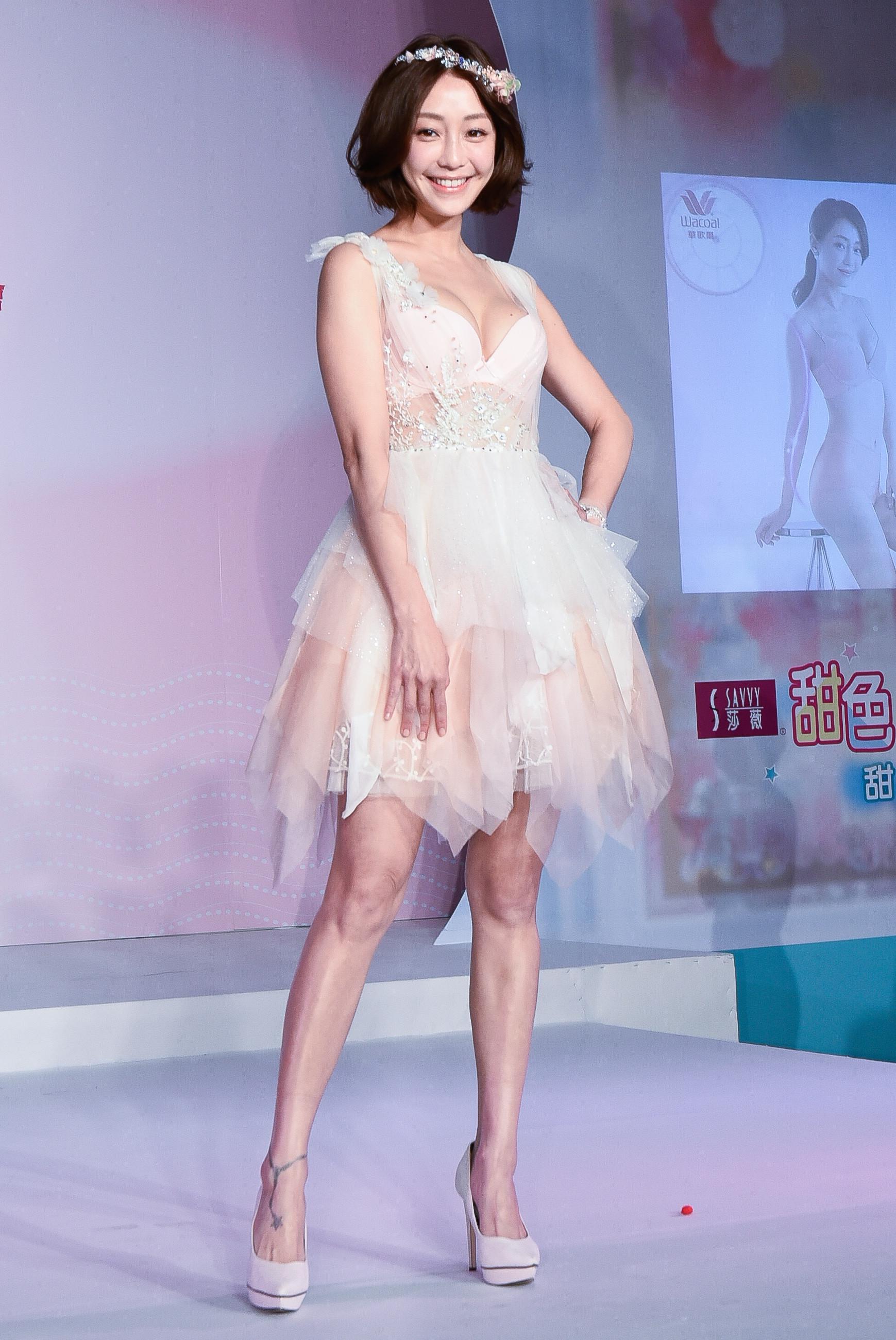 谢欣颖领军模特儿展演华歌尔新品「坐姿美人」裤及「记形美人」内衣