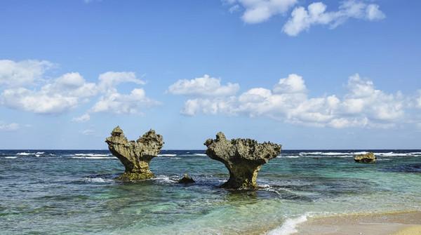 冲绳古宇利岛上的心形石.