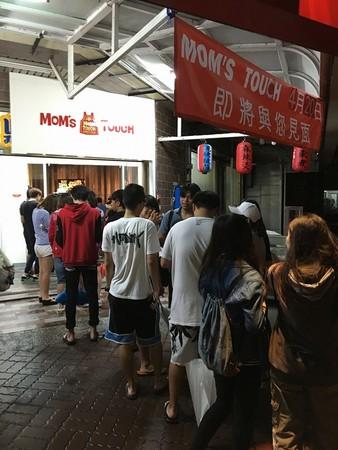 超熱門韓國速食店MOM'S TOUCH  台南設外洋首家分店