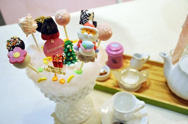 小巧可爱的甜点棒棒糖为herdor人气招牌甜品.