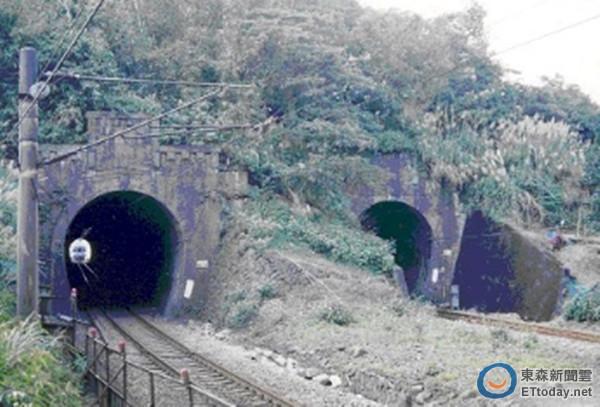 隧道铺光纤火车来!工人贴墙躲不过遭辗毙 司机没发现