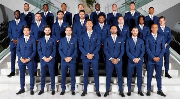 为义大利足球队的造型增加可看性,更有许多人直言「比德国队帅!