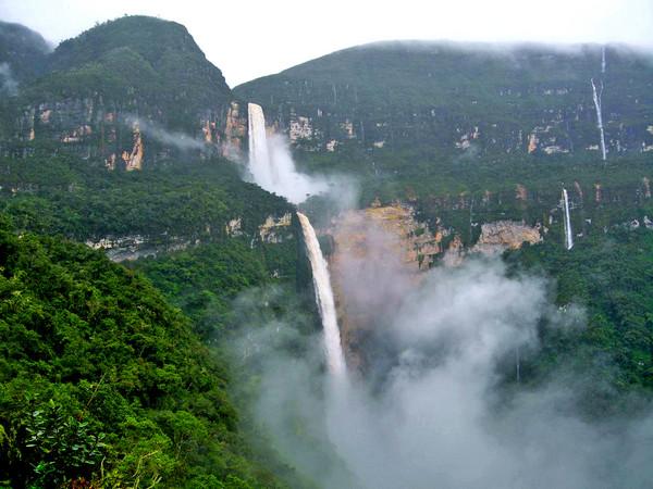 美丽的国外山谷风景