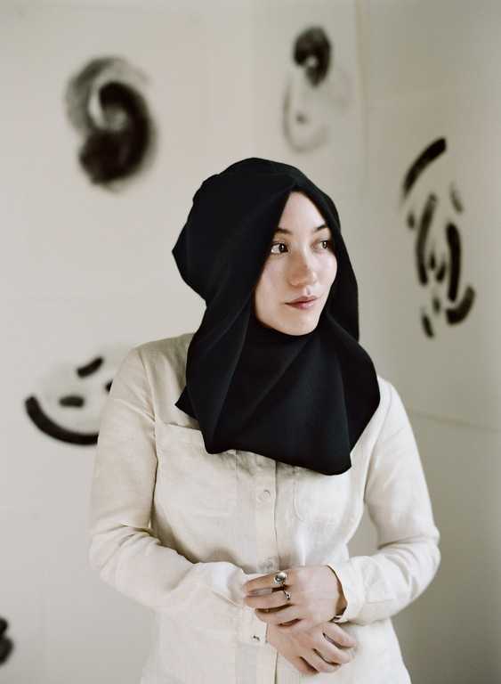 设计师hana身为一名穆斯林教徒,在服装设计上自然以宽松轮廓为主,但
