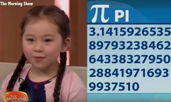 5岁小萝莉背圆周率200位 刚看过的钢琴谱「免看可弹」