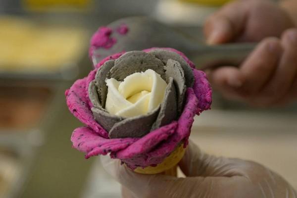 台中超美「玫瑰造型冰淇淋」