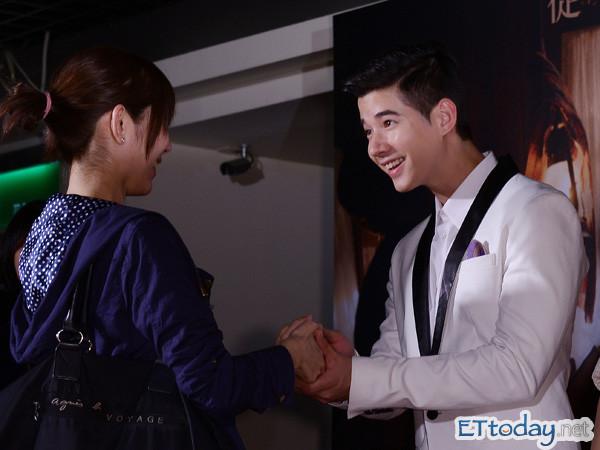 泰国帅气小生马力欧握手会,不少女粉丝按耐不住讨抱抱!