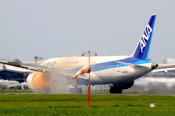 全日空波音787客机起飞冒火花