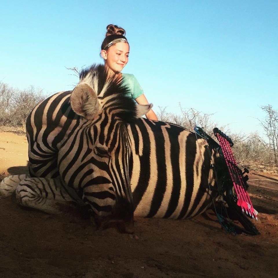 美12岁狩猎女童不甩 剥皮威胁 我享受吃下猎物的肉