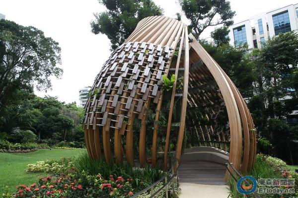 全球首家香格里拉饭店 热带花园游泳池好像到小岛度假