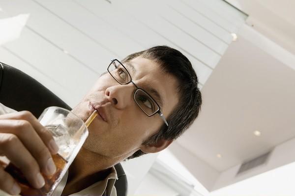 可樂,飲料,男性。(圖/達志/示意圖)