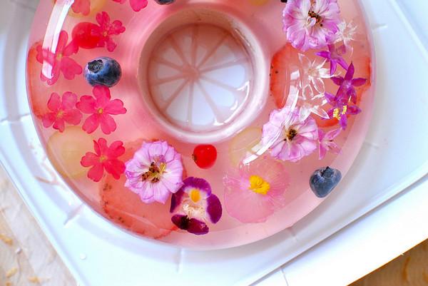 称为「库利」,将花朵完美包覆其中,可爱的花朵就像在水中跳舞.