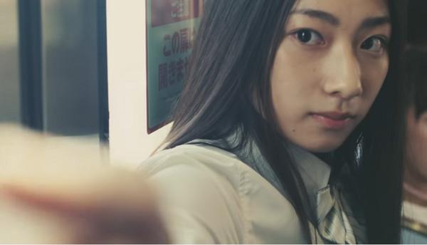 日本女高中生搭高中没椅子赌气坐「空气位子模地铁上海时间一图片