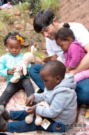 非洲小孩不是只拿一颗糖 宥胜分享资助童故事暖哭