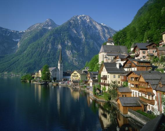 奧地利最美小鎮,哈爾施塔特(Hallstatt)在哈爾施塔特湖畔(圖/達志影像/美聯社)