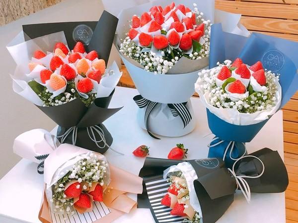 可爱无敌 桃园花艺咖啡厅推 草莓捧花 漂亮还可吃下肚