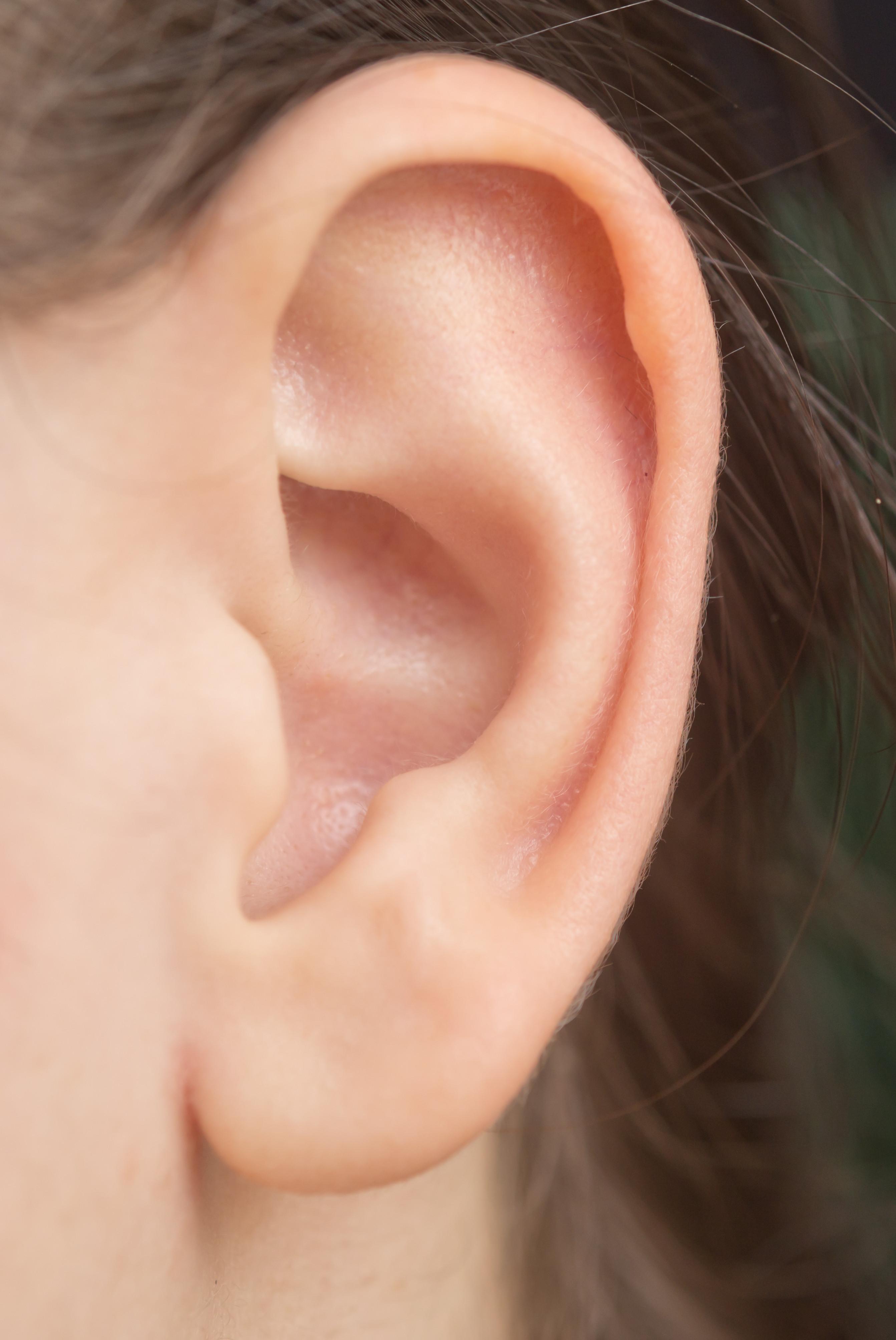 耳后长不痛不痒的小疙瘩 竟是肺癌转移扩散的淋巴结