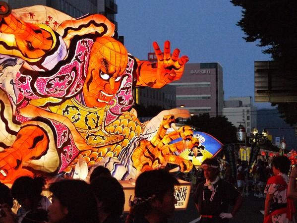 日本盛夏祭典鮮體驗,燈籠、跳舞、花笠、太鼓…好好玩!(圖/鳳凰旅遊、日本宮城縣提供)