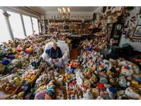 收藏「2萬件玩具」 比利時86歲老婆婆最愛「它」(圖/路透社)