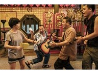 郭書瑤與小凱在《通靈少女》劇中有激烈對罵戲。(圖/HBO Asia提供)