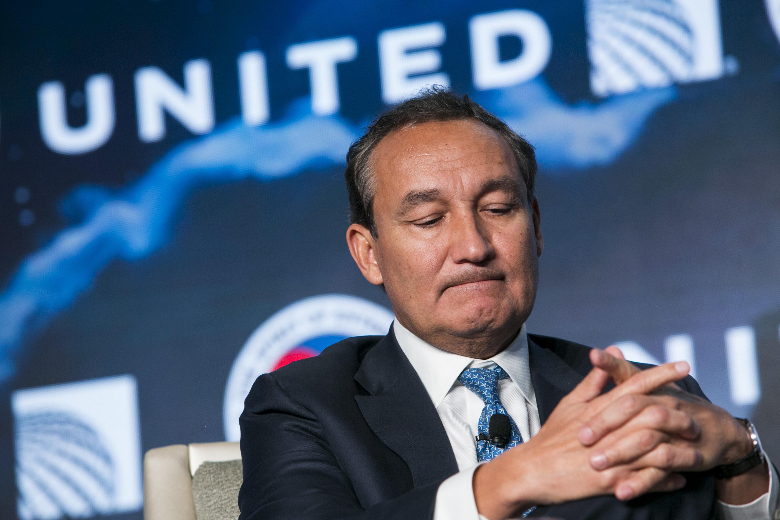 联合航空CEO年薪2亿!一夕之间搞砸世界第三大航空公司的男人!