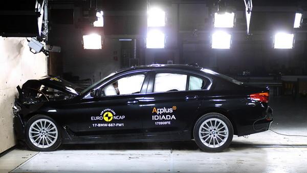 BMW 5撞击测试五颗星 真的是 社会在走,大5也要有高清图片