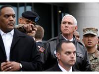 美國副總統潘斯到坡州市「非軍事區」(DMZ)。(圖/路透社)
