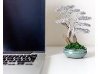 ▲英國藝術家Matthew Gollop的金屬盆栽。(圖/翻攝自Metal Bonsai官網)