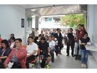 圖為台中分署4月舉辦的「123聯合拍賣會」,現吸上百人競標。(圖/記者謝孟儒翻攝)