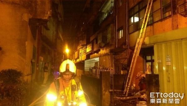 快讯/桃园火警3楼民宅抢救!消防队员配种呛伤羊受困视频图片