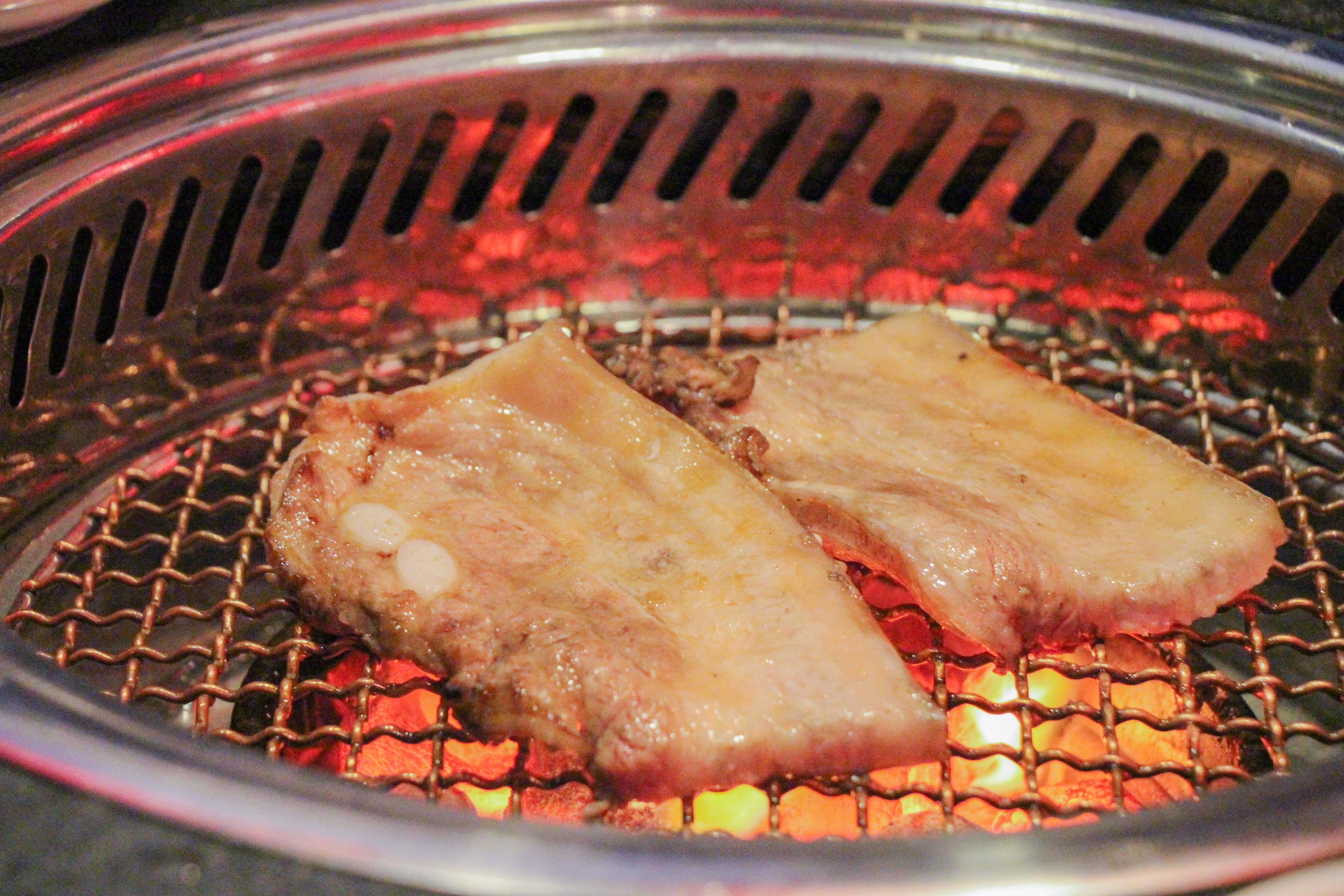 清潭洞韓式燒烤店。(圖/黃士原攝)