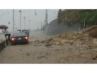 金山濱海公路坍方積水。(圖/網友提供)